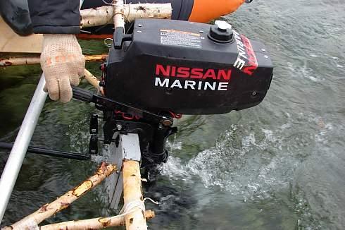 замена масла в лодочном моторе nissan marine 9.8